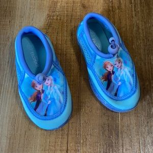 Disney Frozen water shoes size 7/8